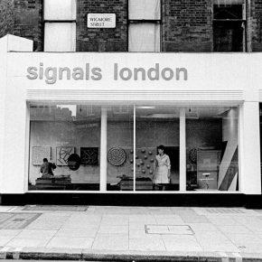 Vista del exterior de la galería Signals London en 39 Wigmore Street, Londres, 1966. Cortesía: Sotheby's Londres