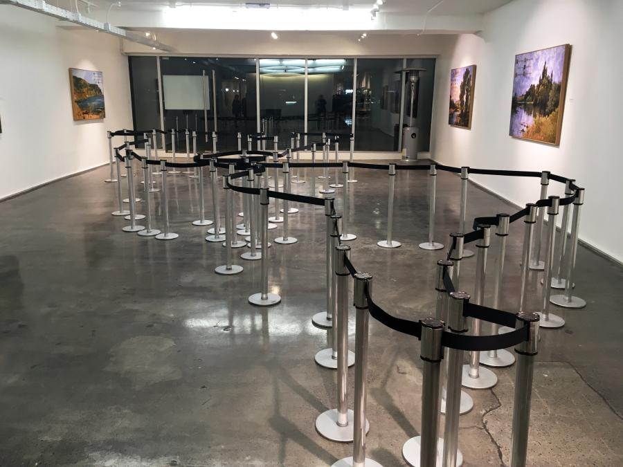 Mateo Maté, Área restringida (América). Vista de la exposición Fronteras Naturales en Galería Isabel Aninat, Santiago de Chile, 2018. Foto: Nicolás de Sarmiento