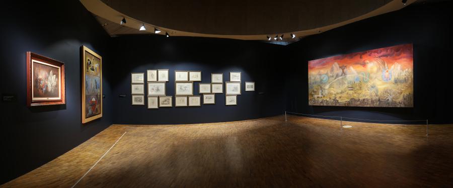"""Vista de la exposición """"Leonora Carrington. Cuentos mágicos"""", en el Museo de Arte Moderno de la Ciudad de México, 2018. Cortesía: MAM"""