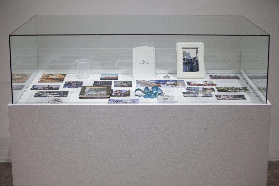 Las Mesas, de Sayre Quevedo. Vista de la exposición Re: Construcción, en el Centro Cultural de España en San Salvador, 2018. Foto: René Figueroa.