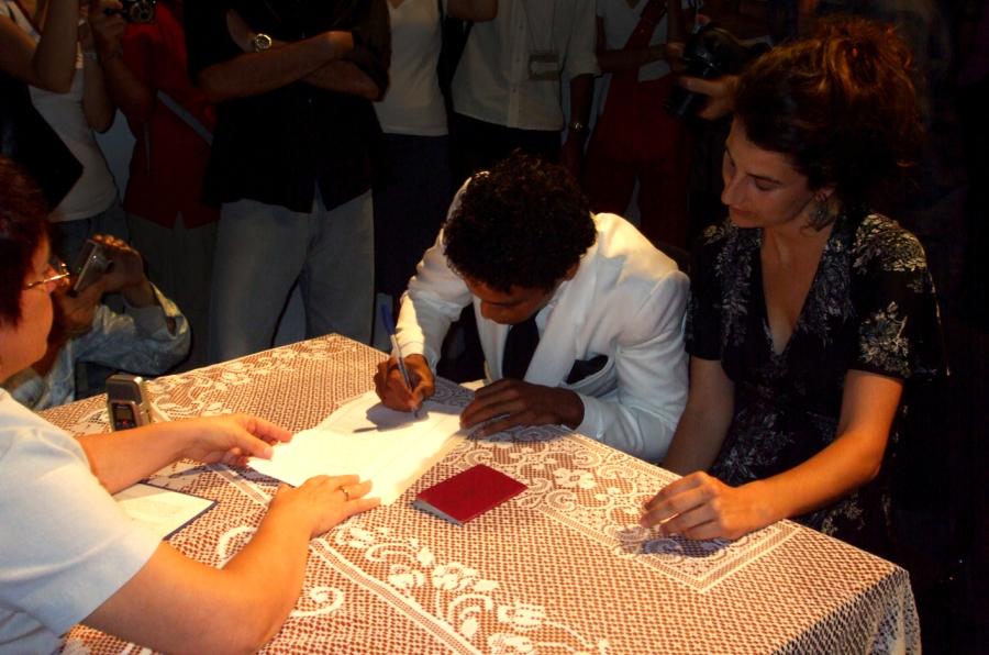 Núria Güell, Ayuda humanitaria, 2008-2013. Foto: Yunior Aguilar