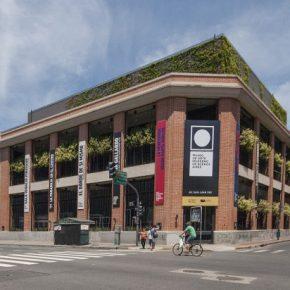 """MUSEO DE ARTE MODERNO DE BUENOS AIRES REABRE SU EDIFICIO AMPLIADO CON LA MUESTRA """"HISTORIA DE DOS MU..."""
