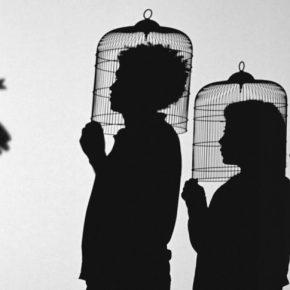 Javier Téllez, Teatro de sombras (Shadow Play), 2014, instalación de cine, proyección de película de 35 mm, 10 min, 56 s. Cortesía del artista y Galerie Peter Kilchmann, Zúrich © Javier Téllez