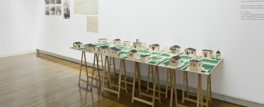 """Lara Almacergui. Vista de la exposición """"En construcción"""", en el Centro Gallego de Arte Contemporáneo (CGAC), España. Cortesía: CGAC"""