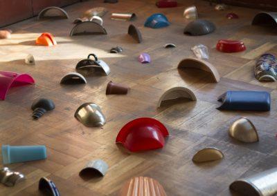 Isidora Correa, Campo Minado, 2011, objetos seccionados. Foto: Natalia Iza