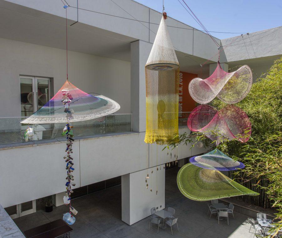 "Carolina Caycedo, Cosmotarrayas, 2018. Vista de la obra en ""Made in L.A"", Hammer Museum, Los Ángeles, 2018. Foto: Brian Forrest"