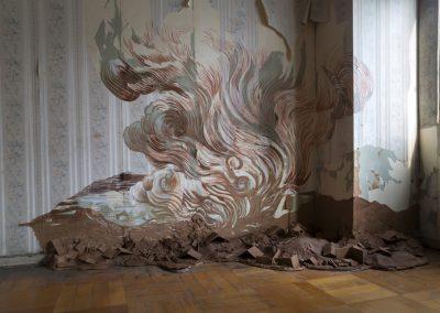 Rosario Perriello, No hay lugar como el hogar, 2018, dibujo, pintura y greda sobre muros y piso, dimensiones variables. Foto: Rodrigo Maulén