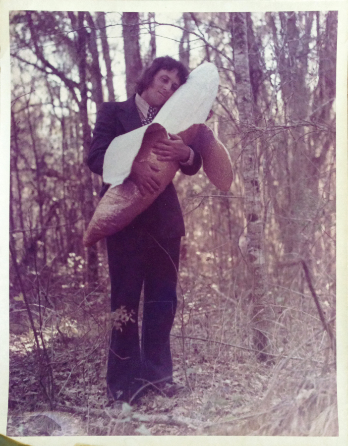 Victoria Cabezas, En el bosque 1, 1973, impresión cromogénica sobre papel, 25.3 x 20.3 cm. Cortesía de TEOR/éTica