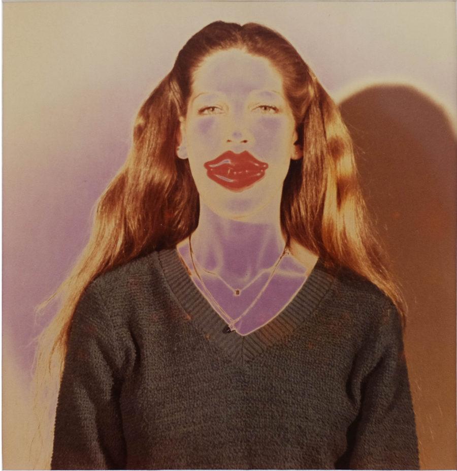 Victoria Cabezas, Autorretrato, 1983, copia cromogénica solarizada, 25.3 x 20.3 cm. Cortesía de TEOR/éTica