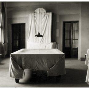 Humberto Rivas, Vic, 1984, fotografía a las sales de plata, 36,1 × 49,9 cm. Museo Nacional d'Art de Catalunya, Barcelona. Donación del artista, 2006 © Asociación Archivo Humberto Rivas
