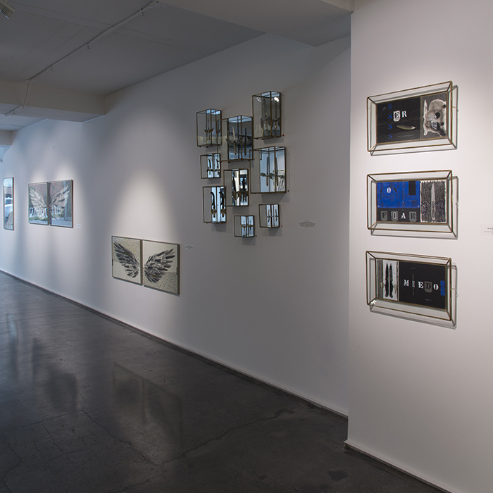 """Vista de la muestra """"El peso de las alas"""" de la artista chilena Catalina Mena en Aninat Galería, Santiago de Chile. Foto: cortesía de la galería."""