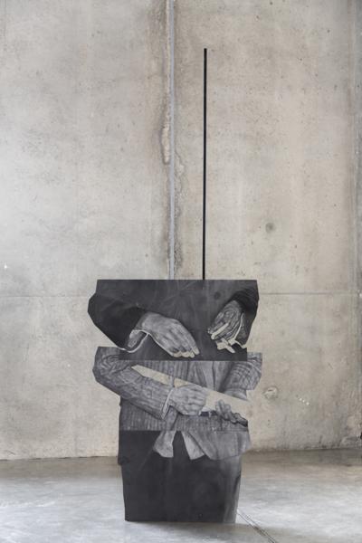 Daniel Otero, El Bacán, 2017. Grafito sobre aluminio y perfil en acero, 198 x 73 x 50 cm. En mor charpentier, París. Cortesía: ARTBO