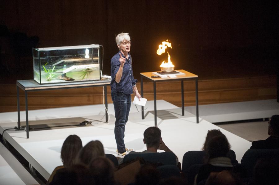 The Anthropocence Project. A Report. A Matter Theater, 2014. Elizabeth A. Povinelli demonstrations. Foto: © Sera Caka/ Haus der Kulturen der Welt (HKW)