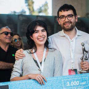 El dúo de artistas ASMA, conformado por la artista mexicana Hanya Beliá y el artista ecuatoriano Matías Armendaris, ganadores del Premio Ca.Sa 2018, en el marco de feria Ch.ACO. Foto: Cristián Aninat