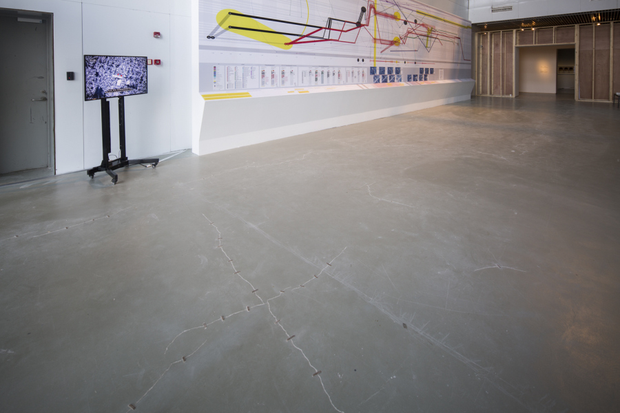 Forensic Architecture, Ayotzinapa Project, 2017, instalación con video y diagramas impresos. Cortesía de Power Station of Art. Foto: Jiang Wenyi