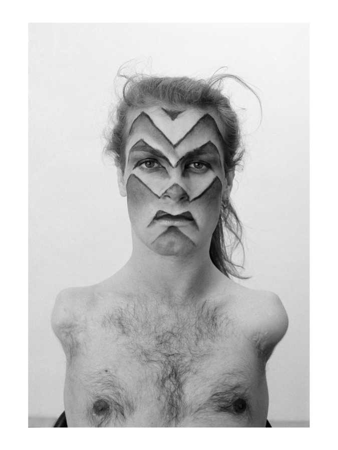 Lorenza Böttner, Face Art, Kassel, 1983, fotografía en blanco y negro. Cortesía: La Virreina Centre de la Imatge