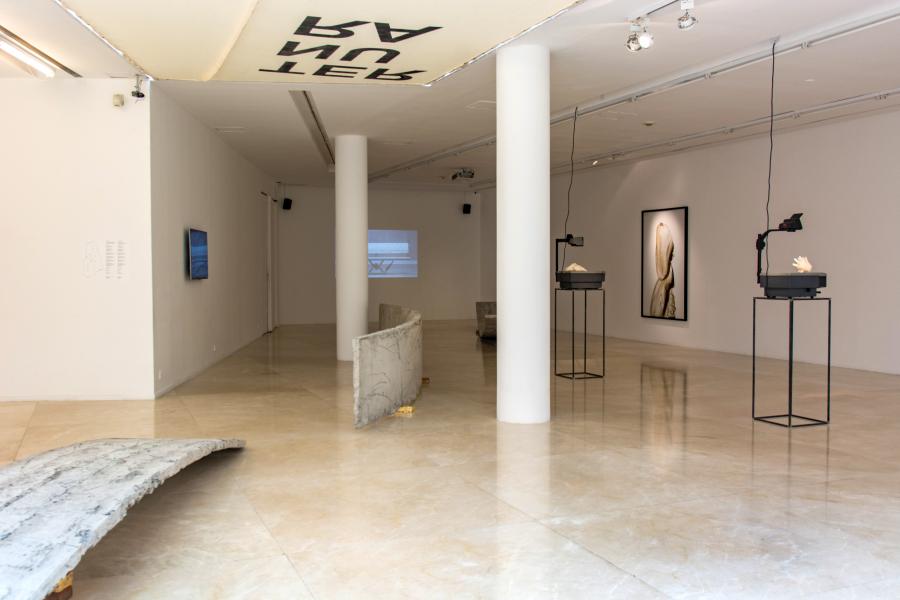 """Vista de la exposición """"Ternura Radical"""", de Iván Argote, en el MALBA, Buenos Aires, 2018. Foto: Pablo Jantus. Cortesía: MALBA"""