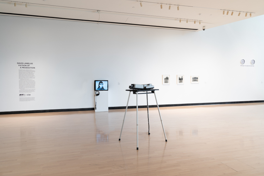 "Vista de la exposición ""Fiction of a Production"", de David Lamelas, en el Broad Art Museum, Michigan State University, 2018. Foto: Eat Pomegranate Photography"