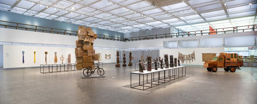Vista del núcleo Rotas e transes: Áfricas, Jamaica e Bahia, en la exposición Histórias Afro-Atlânticas, Museo de Arte de São Paulo (MASP), 2018. Foto cortesía de MASP