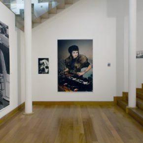 Vista de la exposición de Wolfgang Tillmans en el Museo de Artes Visuales (MAVI), Santiago de Chile, 2013. Foto: Sebastián Velenzuela