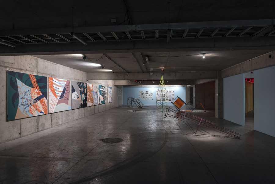 """Vista de la exposición """"Carácter"""", de los egresados de la Escuela de Arte de la Universidad Diego Portales (UDP), Santiago de Chile, 2019. Foto: Jorge Brantmayer"""