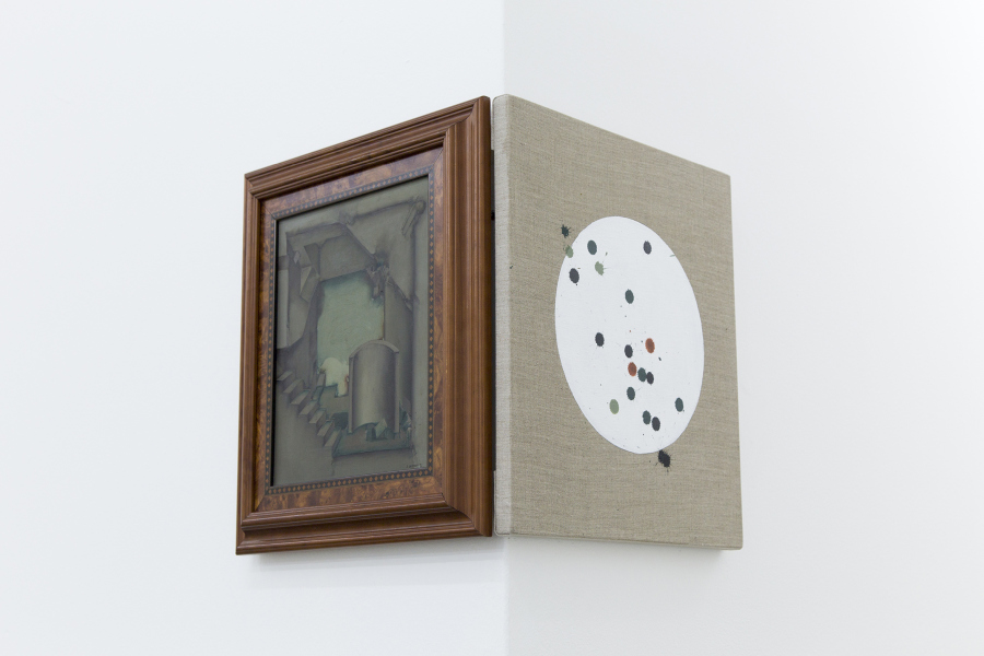 Ana Bidart, Tiro al blanco (Enrique Guzmán), 2019, pintura acrílica sobre lino. Foto cortesía de ESPAC