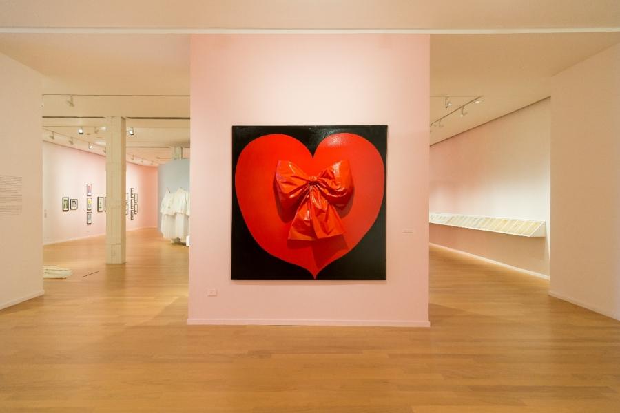 """Vista de la exposición """"Reina de corazones"""", de Delia Cancela, en el Museo de Arte Moderno de Buenos Aires, 2018-2019. Foto cortesía del MAMBA"""