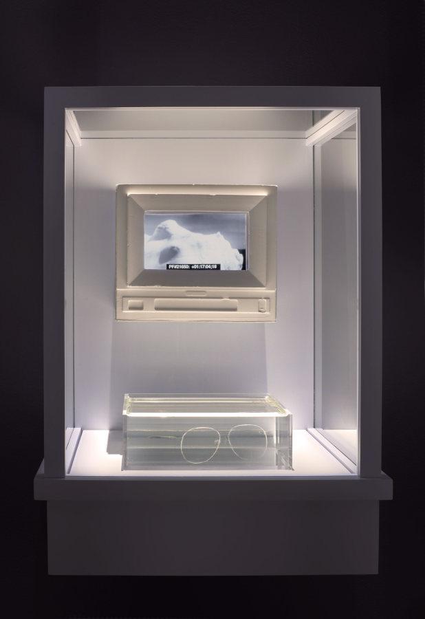 """Tavares Strachan,130,000 years, 2018. Vista de la instalación en """"The Visible Turn"""", USF Contemporary Art Museum, Tampa, Florida, EEUU, 2019. Foto: Will Lytch"""