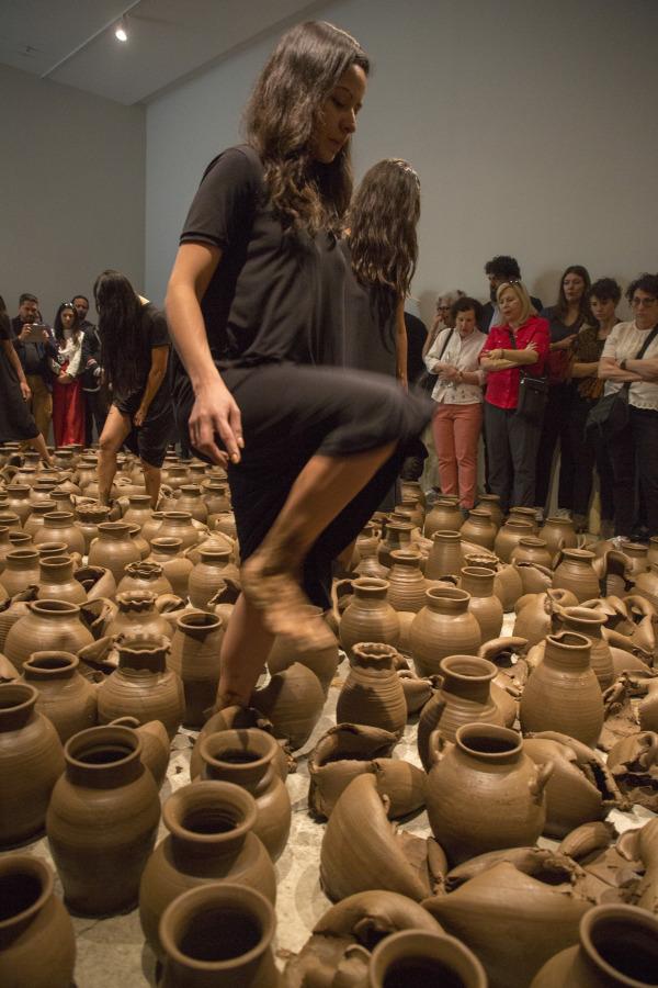 Héctor Zamora, Movimientos emisores de existencia, acción realizada en Labor, Ciudad de México, 2019. Foto: Ramiro Chaves. Cortesía de Labor y el artista