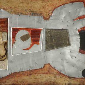 Teresa Nazar, Sin Título (de la serie Astronautas), 1966, lámina de hierro, malla de alambre, yeso, vidrio, madera, tornillos, PVA y tinta sobre madera contrachapada, 112 x 226 cm. Cortesía: Galeria Berenice Arvani, São Paulo