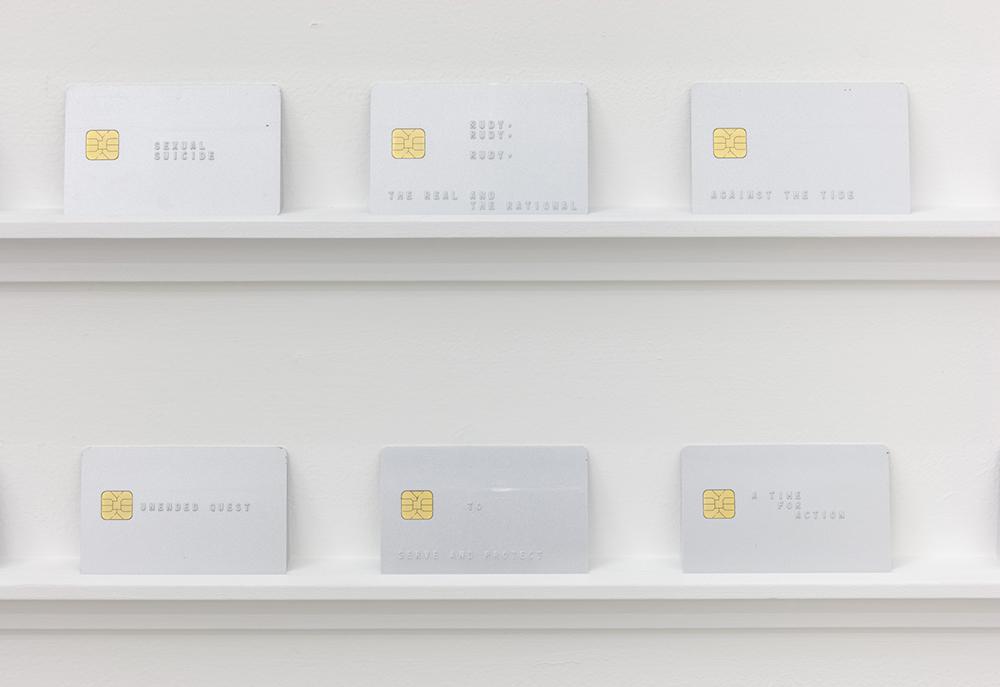 """Vista de la exposición """"TANSTAAFL: There's no such thing as a free lunch"""", de Ignacio Gatica, en Interstate, Brooklyn, Nueva York, 2019. Cortesía de la galería"""