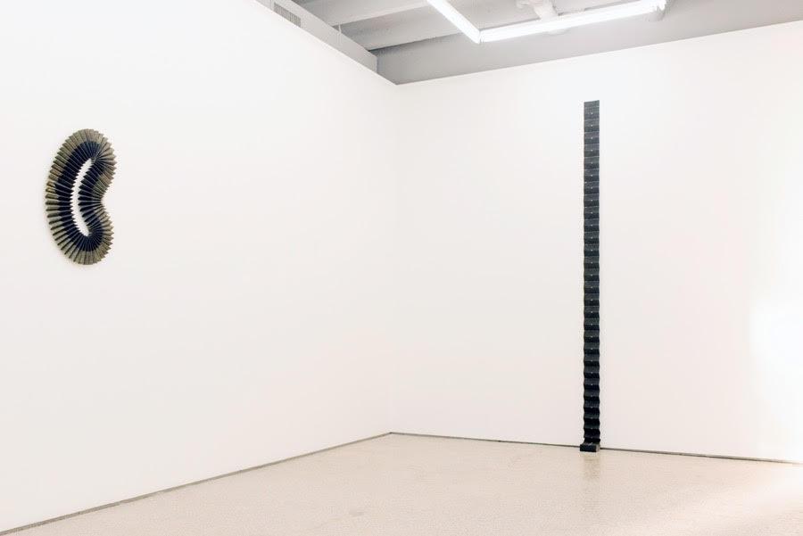 """Vista de la exposición """"Hipercapnia"""", de Adán Vallecillo, en DiabloRosso, Ciudad de Panamá, 2019. Foto: Roy Cal"""