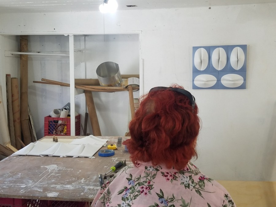 Conjunción (2019), obra en proceso de Zilia Sánchez. Taller de la artista en Santurce, Puerto Rico. Foto: Irene Esteves Amador