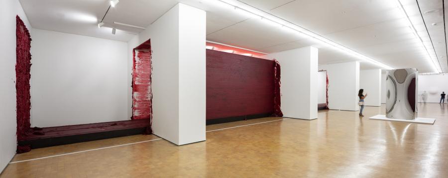 """Vista de la exposición """"Surge"""" en CorpArtes, Santiago de Chile, 2019. Foto: Felipe Ugalde/Artishock"""