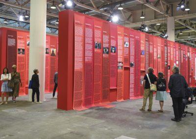 """Andrea Bowers en la sección """"Unlimited"""" de Art Basel 2019. Foto cortesía de Art Basel"""