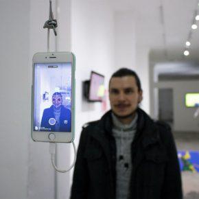 Vista de la exposición #body_writer, de Ernesto Salazar Rodríguez, en No Lugar – Arte Contemporáneo, Quito, 2019. Cortesía: No Lugar
