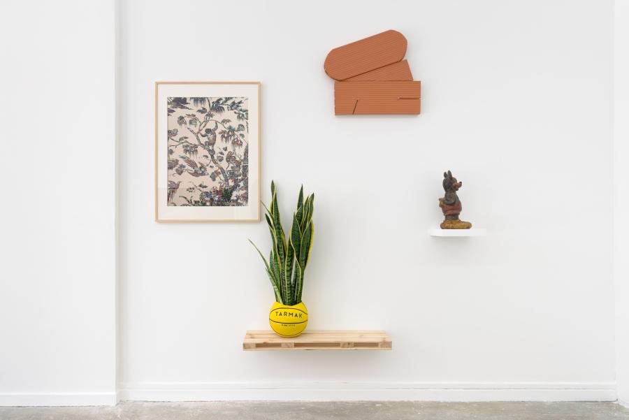 """Vista de la exposición """"Broken Idols"""", en Maëlle Gallery, París, 2019. Cortesía de los artistas y la galería"""