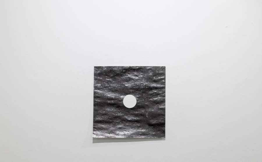 Santiago Reyes Villaveces, Ombligo, 2019, grafito sobre papel, 56 x 56 cm. Cortesía del artista e Instituto de Visión, Bogotá