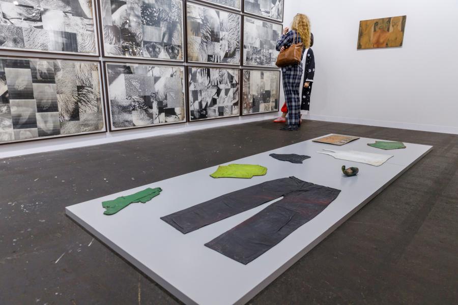 """Galería Jaqueline Martins (Brasil) en la sección """"Feature"""" de Art Basel 2019, con obras de Hudinilson Jr. Foto cortesía de Art Basel"""