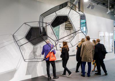 "Tomás Saraceno en Esther Schipper, sección ""Galleries"" de Art Basel 2019. Foto cortesía de Art Basel"