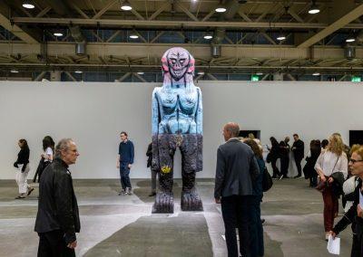 """Huma Bhabha en la sección """"Unlimited"""". Representado por Salon 94. Foto cortesía de Art Basel"""