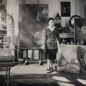 Brassaï, Dora Maar en su taller de la rue de Savoie, 1943, impresión gelatina de plata, 30 x 23 cm. Museo Nacional Picasso © Adagp, París 2019 © Estate Brassaï - RMN-Grand Palais
