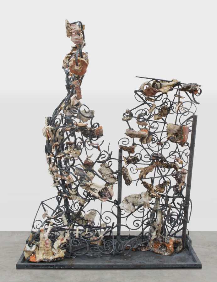 Angel Otero, Sin título, 2012, hierro, porcelana y pintura, 61 x 48 x 23 pulgadas. Cortesía del artista; Kavi Gupta Gallery (Chicago) y Lehmann Maupin (Nueva York, Hong Kong y Seúl).