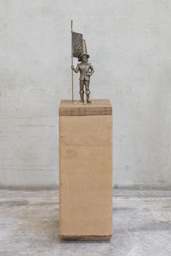 Jaime Lauriano, Bandeirante #2, 2019, 37,5 x 20 x 20 cm. Foto: Filipe Berndt. Cortesía Caixa Cultural Brasilia