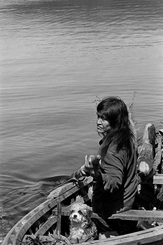 Paz Errázuriz, de la serie Kawésqar, los nómadas del mar, 1996. Cortesía: Caixa Cultural Brasilia