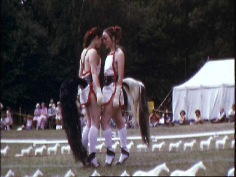 Rose English, Quadrille,1975, película Super 8mm transferida a DVD, 10:58 min © Rose English / The Verbund Collection, Viena