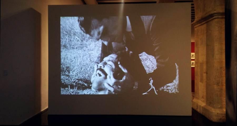 Humberto Rivas, Unos y otros, 1973, film. Vista de la exposición 'Humberto Rivas 1937-2009' en Centre Cultural La Nau, Valencia, España. Foto cortesía del autor