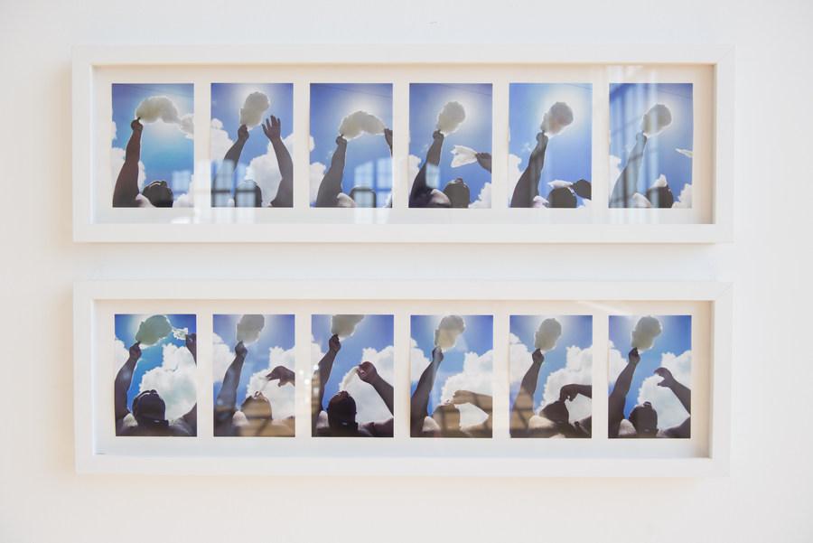 """Doce céu de Santo Antônio (2001). Vista de la exposición """"Marepe: extrañamente común"""", en Pina Estação, São Paulo, 2019. Foto: Levi Fanan / Pinacoteca"""
