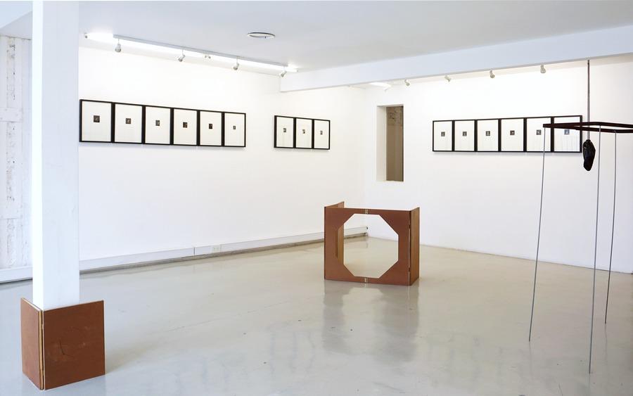 """Vista de la exposición """"Avance Rápido: Osías Yanov, Anatole Saderman & Biyina Klappenbach"""", en Nora Fisch, Buenos Aires, 2019. Foto cortesía de la galería"""