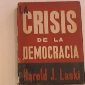 Eduardo Gil, Muscle memory (Books of David Alfaro Siqueiros), 2010, video. Cortesía: Carmen Araujo Arte, Caracas